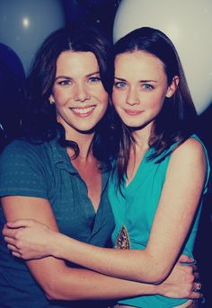 "Lauren Graham and Alexis Bledel, who star as mother and daughter Lorelai and Rory Gilmore on the hit TV show ""Gilmore Girls."""