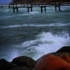 Rasende bølger ved #assens #beautiful #outdoor #nature #landscape #bestofscandinavia #worldunion #wu_europe #igers #igdaily #igscandinavia #danmark #nofilter #vsco #vscocam #picoftheday #photooftheday #instagood #instamood #instadaily #assensnatur #visitassens #visitdenmark #instapic #instagram #friluftsliv  #beach #sea #waves #wave