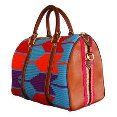 Baul mediano con tejido Wayuu con cuero, coleccion primavera verano 2012. Divina Castidad Handbags