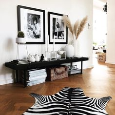 Bank Styling im Wohnzimmer Bank Styling im Wohnzimmer The post Bank Styling im Wohnzimmer appeared first on Wohnaccessoires. Home Living Room, Interior Design Living Room, Living Room Designs, Interior Decorating, Elegant Home Decor, Elegant Homes, Home Decor Inspiration, Decor Ideas, Bedroom Decor
