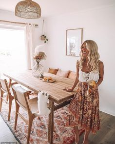 Couple who lived out of a van for two years transform their home Boho Living Room Couple Home Lived transform Van years Boho Living Room, Interior Design Living Room, Living Room Decor, Interior Decorating, Living Room With Carpet, Decorating Ideas, Dining Room Inspiration, Estilo Boho, Dining Room Design