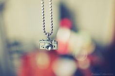 i want a camera necklaceeee. nice bokeh :)