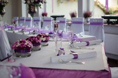 Sala weselna może mieć różne ustawienie stołów, w zależności od ilości gości weselnych i życzenia pary młodej.