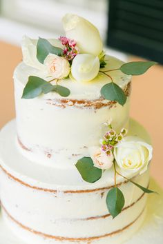 Floral topped semi naked cake: http://www.stylemepretty.com/little-black-book-blog/2016/05/27/prettiest-wedding-color-palette-ever/ | Photography: Dana Cubbage Weddings - http://danacubbageweddings.com/