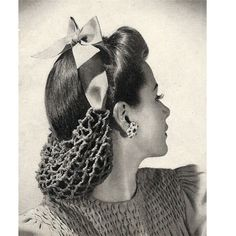 Crochet Snood Pattern — Yes, a snood can be considered a hat. It's tied to … Crochet Pattern for Snoods – Yes, a snood can be considered a hat. It's tied to your head … right? Retro Mode, Mode Vintage, Vintage Hats, 1940s Fashion, Vintage Fashion, Snood Pattern, Crochet Snood, 1940s Hairstyles, Wedding Hairstyles