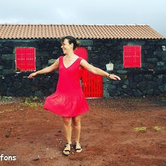 Pssttt!!! Suivez-nous, Jade et moi vous emmenons aux Açores! 🛩 www.cafechiffons.blogspot.fr @louisantoinetteparis @cousette #cafechiffons #louisantoinette #jadelap #cousette #ilovesewing #tissucousette #instacousette #ilovesewing #imademyclothes #handmade #cousumain #jeportecequejecouds #sewing #lovecouture #homemade #memade #sewerofinstagram #sewistsofinstagram #coutureaddict #lovetosew #faitmaison #doityourself #slowfashion #sewingblogger Lily Pulitzer, Summer Dresses, Instagram, Fashion, Home Made, Dress, Moda, Summer Sundresses