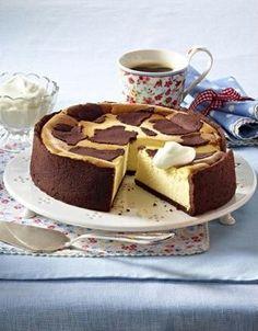 Glutenfreier Zupfkuchen Rezept: Stücke,Mehl,Kakaopulver,Zucker,Salz,Eier,Butter,Vanillin-Zucker,Magerquark,Doppelrahm-Frischkäse,&quotVanille-Geschmack&quot,Arbeitsfläche,Frischhaltefolie,Backpapier,Alufolie// Der wird morgen gebacken!