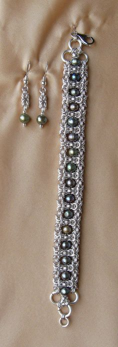 https://flic.kr/p/V9p18x   SILVER GREEN   Bracelet and earrings made of silver-plated cooper wire (non tarnish) and cultured freshwater pearls with 925 silver accessories.