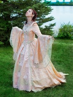 Items similar to Gwendolyn Deluxe Fairy Princess Medieval Renaissance Gown Custom on Etsy Renaissance Wedding, Renaissance Costume, Renaissance Clothing, Vintage Dresses, Vintage Outfits, Mode Alternative, Fantasy Wedding, Geek Wedding, Gothic Wedding