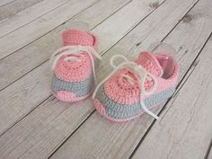 Baby Kids, Baby Boy, Funny Girl Quotes, Crochet Baby Booties, Bibs, Easy Crochet, Kids And Parenting, Free Pattern, Baby Shoes