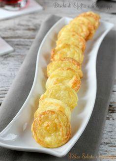 Dischi di sfoglia al formaggio, finger food