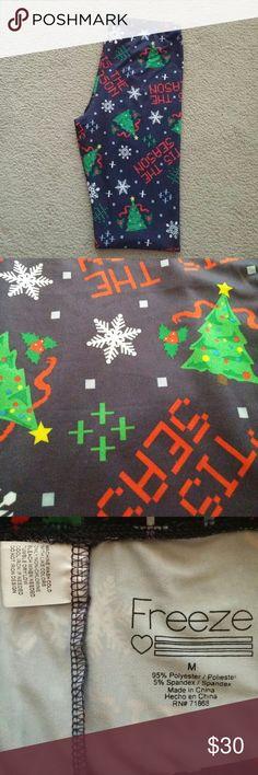 🎁SALE🎅 Christmas Leggings No trades. Gently used Christmas leggings. I ship same or next day! Freeze Pants Leggings