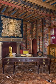 Room 1 Castle of Blois France by on DeviantArt Chateau De Blois, Loire Valley France, Chateau Medieval, Honfleur, Medieval Houses, Amiens, Rouen, French Chateau, French Interior
