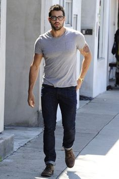 Grey t-shirt / Navy jeans / Brown shoes