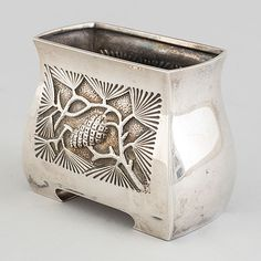 A Finnish Art Nouveau silver cigarette holder, maker's mark Kustaa Severin Sahlstedt, Åbo Turku, 1917. - Bukowskis Art Nouveau, Bukowski, Auction, Silver, Design, Decor, Decoration, Decorating