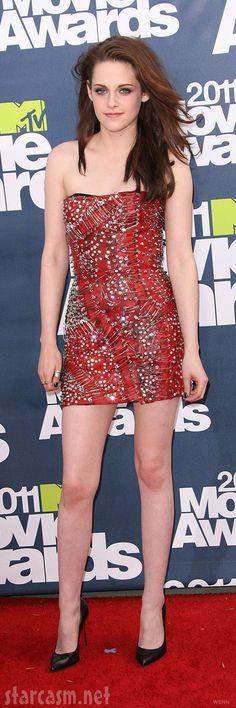 Kristen Stewart Red Carpet Dresses with pins | Kristen Stewart on the red carpet at the 2011 MTV Movie Awards #Creative
