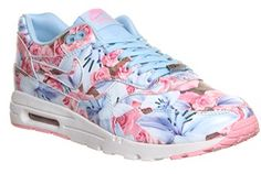 Totally in love with these girly floral trainers  Nike Air Max 1 Ultra  Moire (l) Lotc Ice Cube Blue Floral Paris Qs 7681a86c550