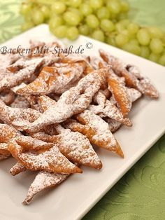 Polish Raderkkuchen-Faworki recipe - Ingredients: 2 glasses of flour (or 4 egg yolks 1 tablespoon of spirits (possibly vinegar - Funnel Cake Recipe Easy, Easy Cookie Recipes, Mexican Food Recipes, Cake Recipes, Carnival Food, Carnival Recipe, Cheap Dinners, Polish Recipes, Food Cakes