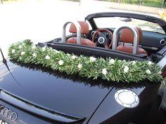 décorations et composition de branche d'olivier sur voiture de mariés  back side olive tree