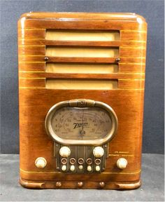1939 Zenith 5-R-327 Tombstone Radio