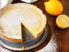 Εύκολη βρετανική συνταγή για τάρτα λεμονιού | imommy.gr Vanilla Cake, Cake Recipes, Cheesecake, Dairy, Sweets, Desserts, Food, Pies, Tailgate Desserts