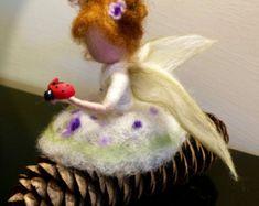 Angel de fieltro de la aguja Waldorf inspirado hadas de