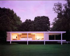 Built in 1951 by the famed architect Mies van der Rohe, the Farnsworth House sits on the Fox River in Plano, Illinois & is one of the most famous examples of modernist domestic architecture. Tours are available through the Chicago Architecture Foundation. Farnsworth House, Houses Architecture, Architecture Design, Residential Architecture, Ludwig Mies Van Der Rohe, Casas Containers, Building A Container Home, Container Homes, Little Houses