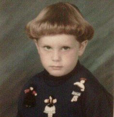My hairstyle growing up. What was my mom thinking? I actually have a picture of my hair like this, should I upload? Darwin Awards, I Love To Laugh, Make Me Smile, Haha Funny, Hilarious, Funny Stuff, Funny Shit, Awkward Family Photos, My Hairstyle