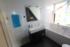 Sanidrõme IJsselmuiden uit Grootebroek toont graag de door hen gerealiseerde badkamer en toilet.