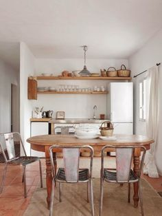 Dining Room Kitchen / A Natural Style Summer Home On Ibiza . cute kitchen for a small space Cozy Kitchen, Kitchen Dining, Kitchen Decor, Dining Room, Neutral Kitchen, Studio Kitchen, Mini Kitchen, Dinning Table, Wooden Kitchen