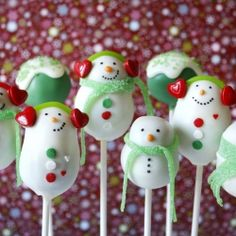 Cute Winter Snowman Cake Pops with Scarves and Earmuffs (incl. recipe and tutorial) - Happy Winter!