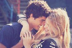 Sinto um vento que toca minha face, Lambuza-se nos meus desejos, Afaga meus cabelos desesperado, Cheira - me, beija - me, acaricia meus lábios... Envolve meu corpo, Cochicha nos meus ouvidos, Fala de amor, fala de nos, Murmura suavemente; te amo. E eu fico completamente seu, E te tenho você toda minha... Por que sou sua metade, E você e metade minha, Eu sou todo seu encanto, E você minha encantada. Você então será eterna, Em minha alma, nos meus versos... Pobres. Pobre de mim...