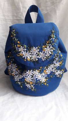 Diy Embroidery Patterns, Embroidery Bags, Shirt Embroidery, Silk Ribbon Embroidery, Floral Embroidery, Art Patterns, Japanese Embroidery, Embroidery Stitches, Pretty Backpacks