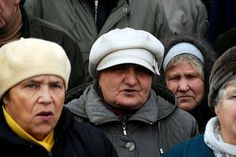 """Пенсіонерка з Донецька: """"Пусть стреляют, мы хоть что-то имеем"""""""