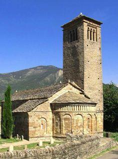 San Pedro de Lárrede - El Serrablo, provincia de Huesca Romanesque Art, Romanesque Architecture, Church Architecture, Architecture Romane, All About Spain, Monuments, Architecture Religieuse, Places In Spain, Spanish Towns
