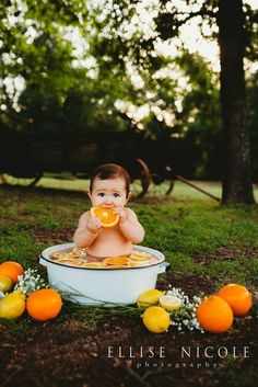 Citrus baby bath - List of the most beautiful baby products 6 Month Baby Picture Ideas Boy, Baby Girl Pictures, 6 Month Pictures, Monthly Pictures, Country Baby Pictures, Cute Baby Boy Photos, Monthly Baby Photos, Bath Pictures, Milk Bath Photos