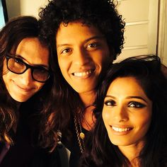 not sure of the woman on the right but the woman on the left is Freida Pinto she was the star of Slumdog Millionaire and Bruno's Gorilla video Bruno Mars, Beautiful Teeth, Curly Fro, Big Brown Eyes, Freida Pinto, Dimples, Michael Jackson, Greek Gods