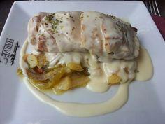 Solomillo de cerdo con salsa de queso y patatas panaderas