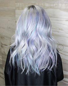 Holographic Hair: New Colour Trend – My hair and beauty White Streak In Hair, Grey White Hair, White Blonde Hair, Periwinkle Hair, Lilac Hair, Blue Hair, Heatless Hairstyles, Crown Hairstyles, Hair Dye Colors