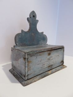 Early hanging spice box in original blue. Colonial Furniture, Primitive Furniture, Primitive Antiques, Country Furniture, Old Wooden Boxes, Antique Boxes, Small Furniture, Painted Furniture, Primitive Colors