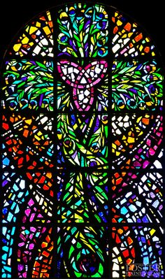 Foster Stained Glass - Faceted Glass Windows I happened upon this beauty in a church on Sunday Stained Glass Designs, Stained Glass Projects, Stained Glass Art, Stained Glass Windows, Mosaic Art, Mosaic Glass, Leaded Glass, Faceted Glass, Religious Art