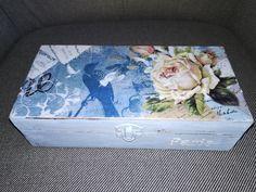 Caja 02: en madera, pintada y adornada con papel arroz. Temática Floral