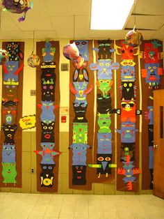 My fifth graders have recently been studying Native American culture in history class, so I thought it was time to create Totem Poles again. 4th Grade Art, Grade 3, Fourth Grade, Third Grade, 4th Grade Social Studies, Design Floral, Ecole Art, Math Art, Art Classroom