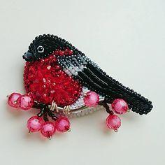 125 отметок «Нравится», 3 комментариев — БРОШИ ИЗ БИСЕРАРУЧНОЙ РАБОТЫ (@biserka_olga) в Instagram: «Кошечка Hello Kitty  Сделана на заказ, для маленькой модницы! Повтор возможен! » Tambour Embroidery, Bead Embroidery Jewelry, Fabric Jewelry, Beaded Embroidery, Beaded Jewelry, Beaded Crafts, Beaded Ornaments, Beading Tutorials, Beading Patterns