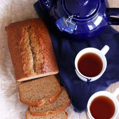 This Earl Grey Tea Cake Loaf is a fragrant loaf infused with tea in two ways and then brushed with lemon and honey while still hot. Earl Grey Cake, Earl Grey Tea, Tea Loaf, Loaf Cake, Tea Cakes, Foods To Eat, Dessert Recipes, Desserts, Baked Goods