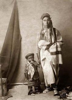 Strong Enemy and his son - Crow - 1908 - Wonderful picture
