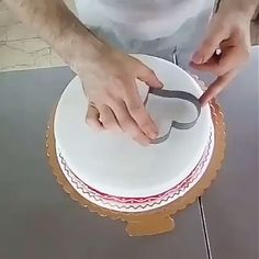 Cake Decoration Ideas Cake Decoration Ideas The post Cake Decoration Ideas appeared first on Kuchen Rezepte. Cake Decorating Videos, Cake Decorating Techniques, Cookie Decorating, Simple Cake Decorating, Decorating Ideas, Cake Icing, Buttercream Cake, Food Cakes, Cupcake Cakes