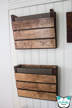 Build a small beautiful farmhouse wood wall organizer for your office mudroom entryway garage or kitchen! This step by step DIY tutorial gives you all the details of how I built my organizer out of scrap wood! - May 04 2019 at Wood Projects For Beginners, Small Wood Projects, Scrap Wood Projects, Diy Projects, Project Ideas, Scrap Wood Art, Scrap Wood Crafts, Diy Crafts With Wood, Outdoor Wood Projects