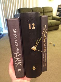 Wonderful tutorial for a different book clock.