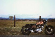 Yamaha XV750 Bobber Fence Sign Field HD Wallpaper